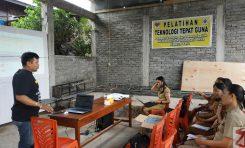 Perangkat Desa Kapoya Satu ikut pelatihan teknologi tepat guna