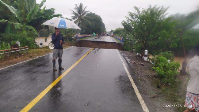 Sungai di Dumoga Barat meluap, jembatan putus, ada rumah hanyut