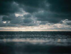 Cuaca buruk, 17 kapal motor di Pontianak tenggelam