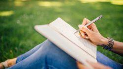 Manfaat menulis buku catatan harian